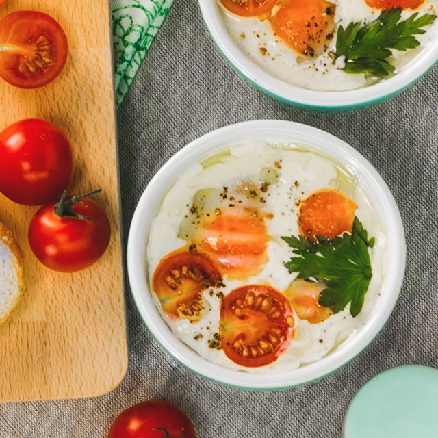 Baked Eggs With Tomatoes & Cream